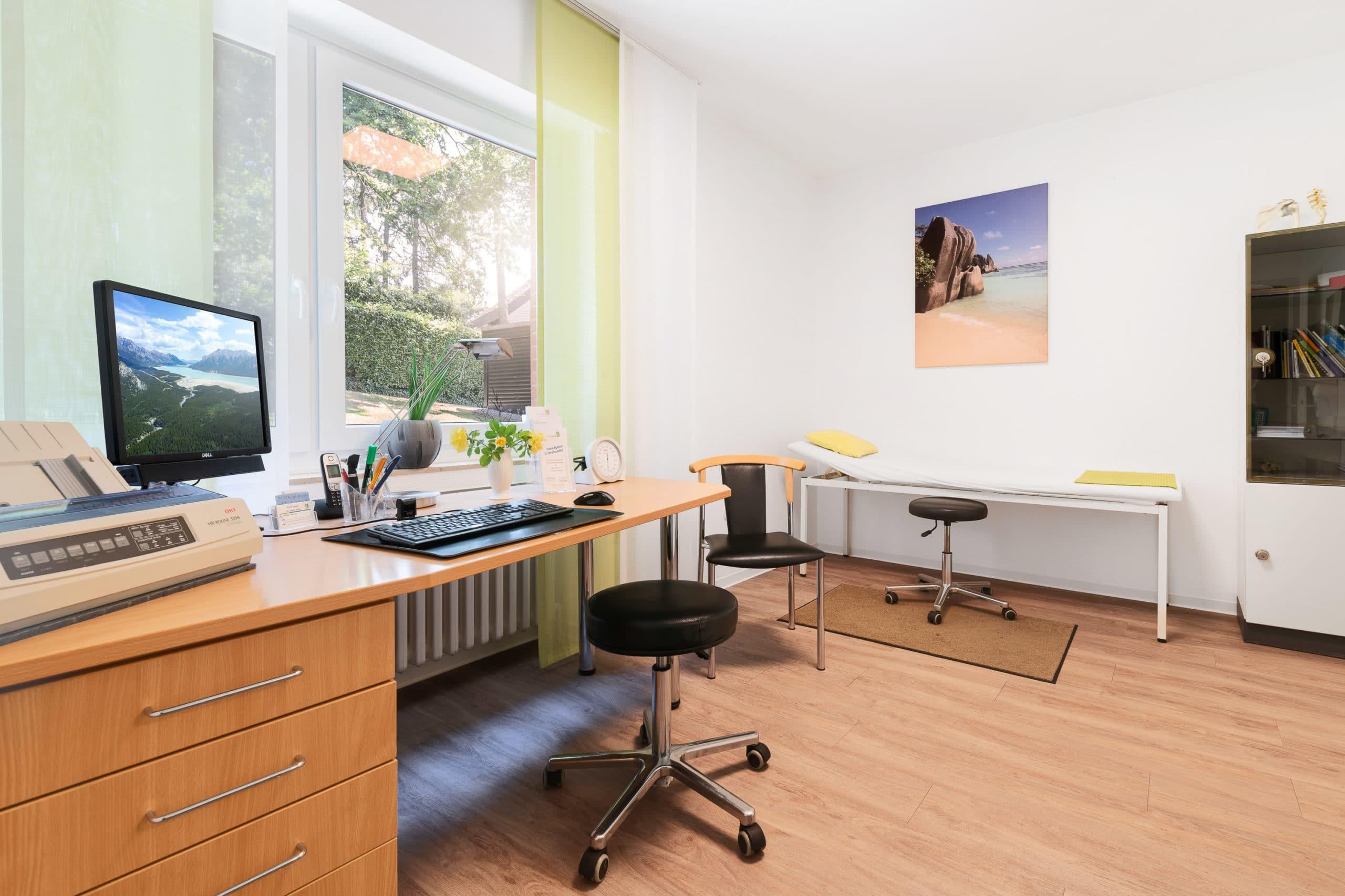Interieur Aufnahme des dritten Behandlungszimmers einer Arztpraxis im Münsterland |Architekturfotograf für Praxisfotografie in Osnabrück Münster Bielefeld NRW Niedersachsen und bundesweit