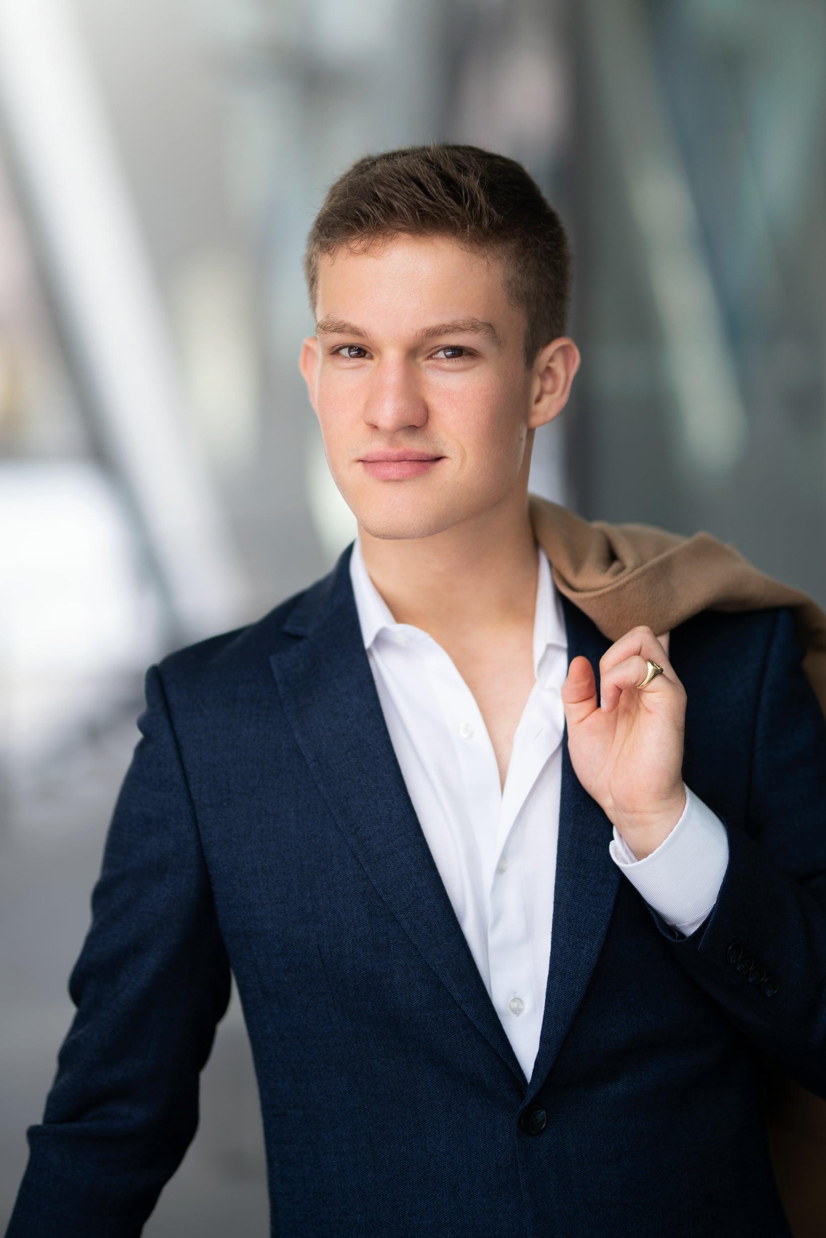 Businessportrait eines jungen Unternehmers |Businessfotograf in der Region Osnabrück Münster Bielefeld für Porträt People und Unternehmensfotografie