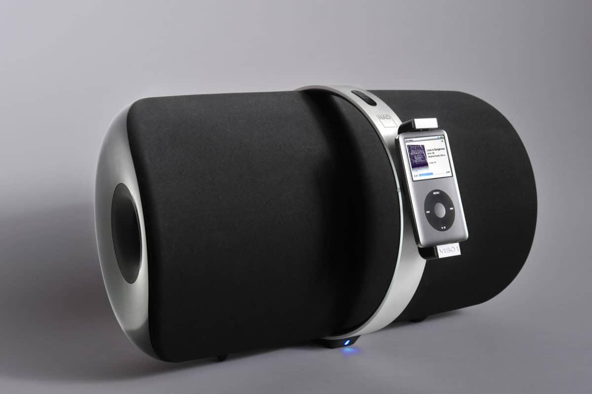 Produktfoto eines hochwertigen NAD Lautsprechers Viso 1 mit iPod Dockingstation mit Schatten auf grauem Hintergrund |Werbefotograf in der Region Osnabrück Münster Bielefeld für Produktfotografie