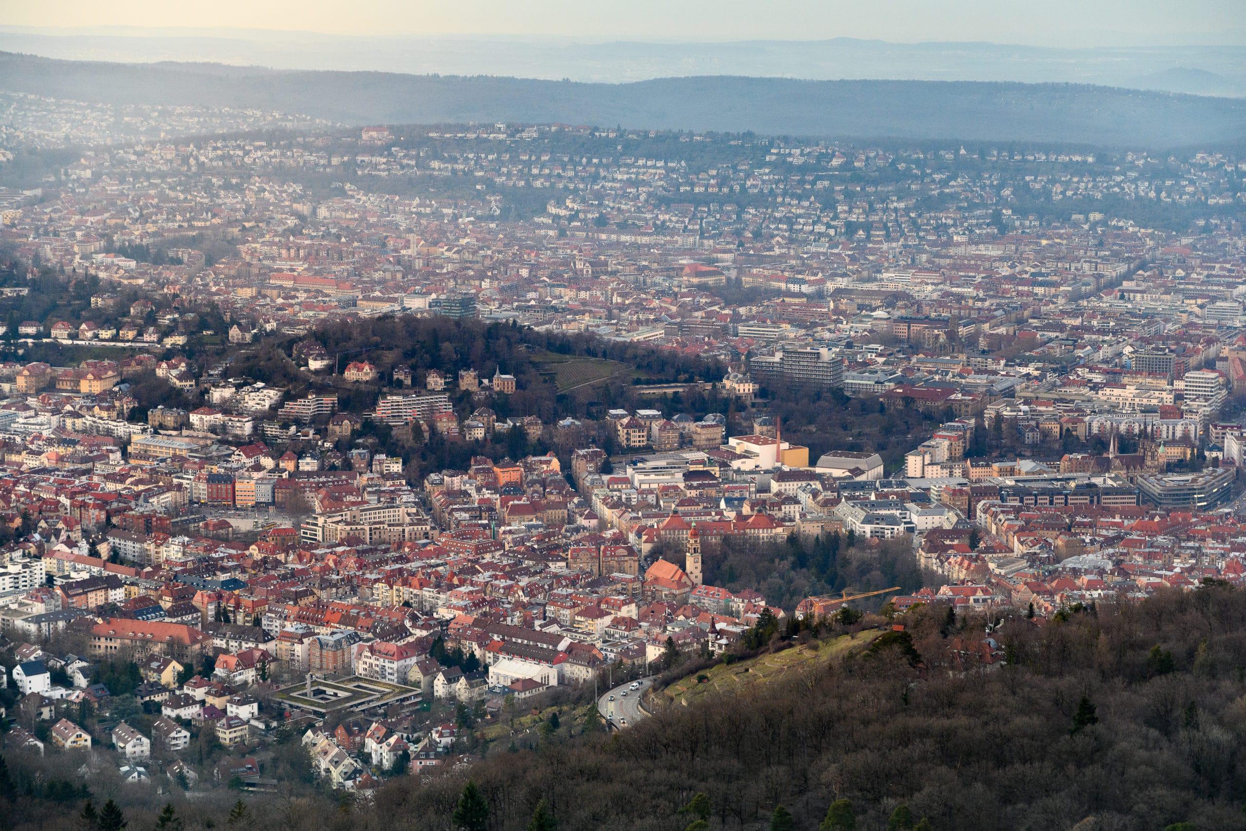 Luftaufnahme der Stadt Stuttgart im Abendlicht im Detail  Werbefotograf in der Region Osnabrück Münster Bielefeld für Luftaufnahmen