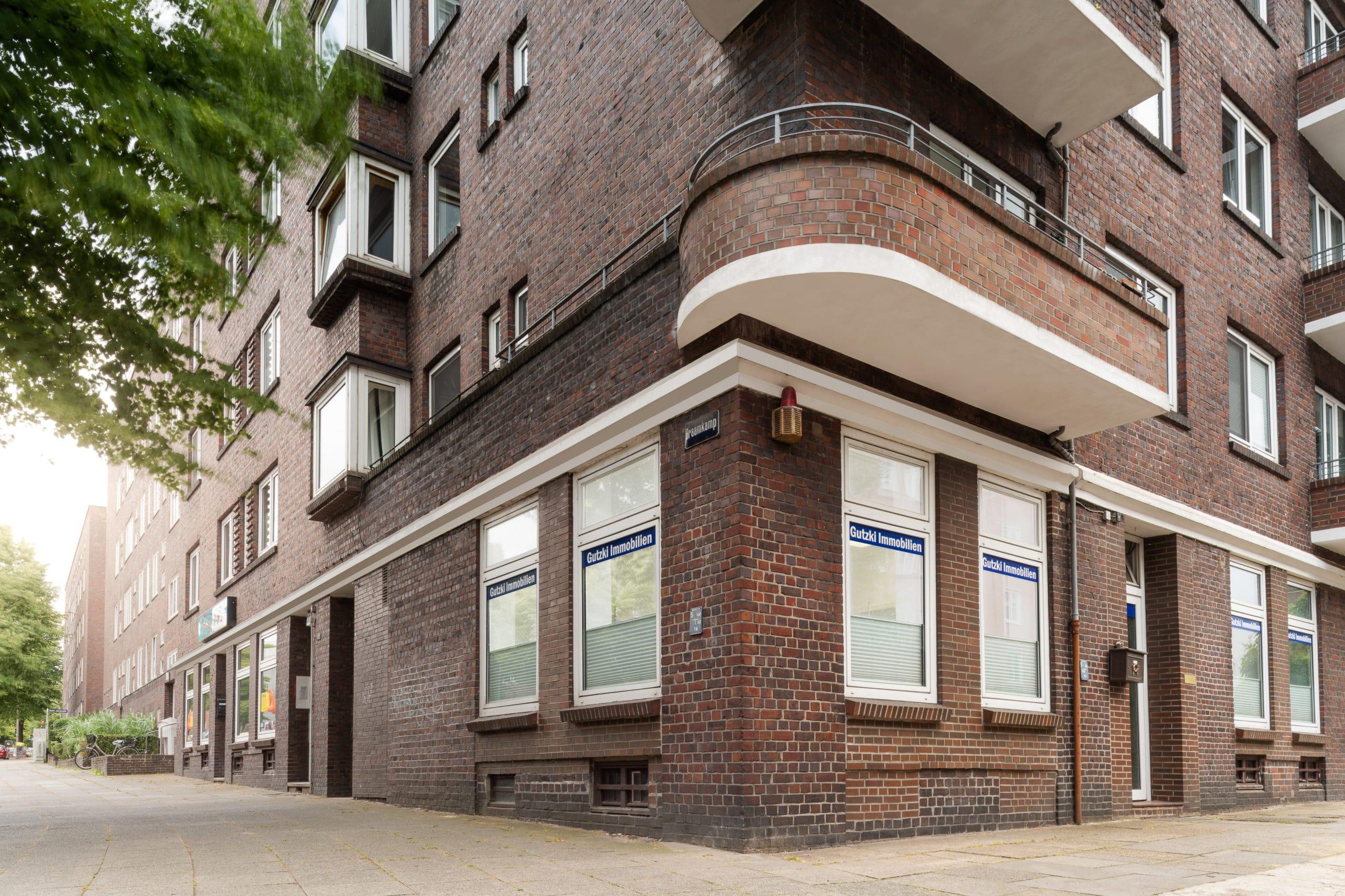 Zweiseitige Außenaufnahme eines Unternehmens für Immobilien Verwaltung in Hamburg  Fotograf in der Region Osnabrück Münster Bielefeld für Unternehmensfotografie