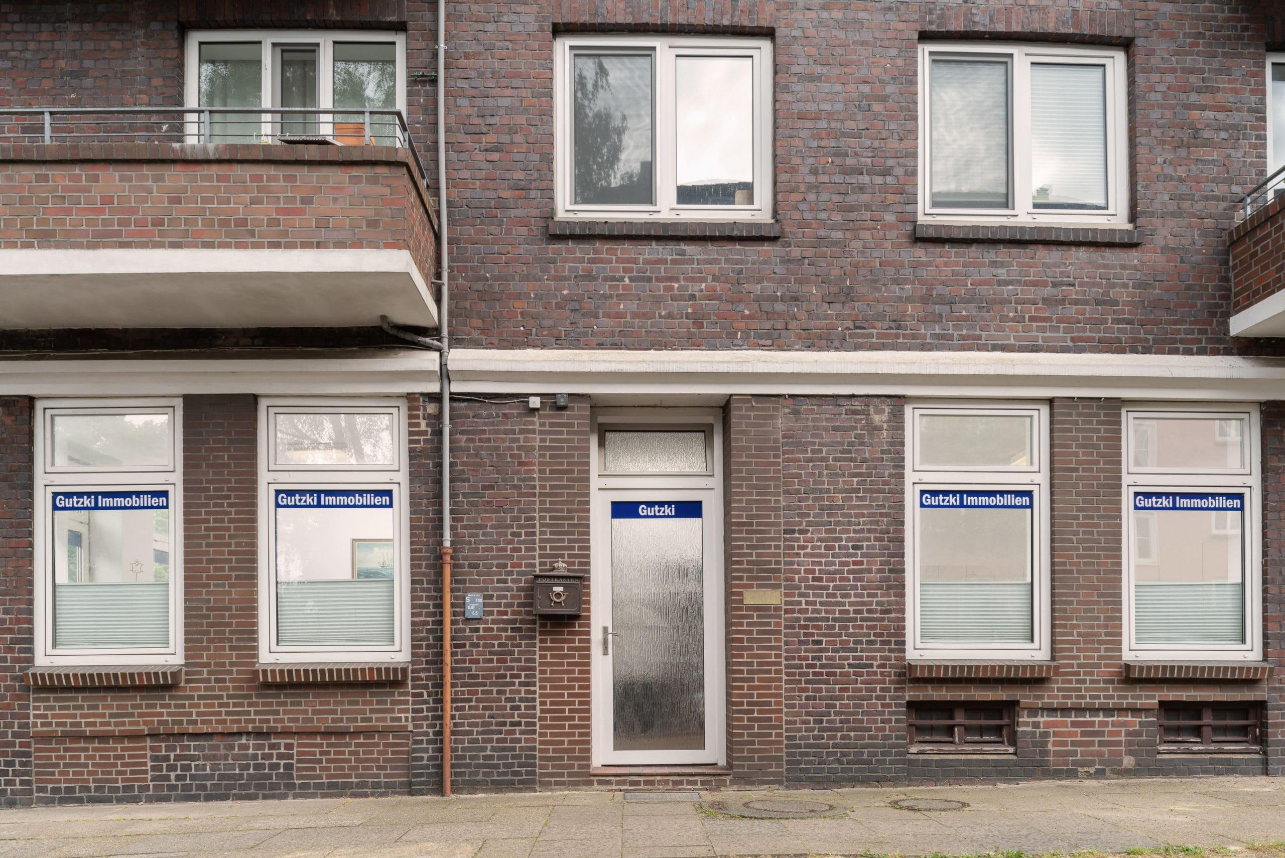 Frontale Außenaufnahme eines Unternehmens für Immobilien Verwaltung in Hamburg  Fotograf in der Region Osnabrück Münster Bielefeld für Unternehmensfotografie