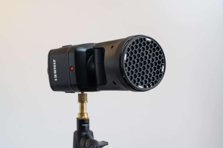 Jinbei HD-2 Pro Blitzgerät Test im Vergleich zu Profoto A1X und Godox V1 - Magnetisches Zubehör Wabe