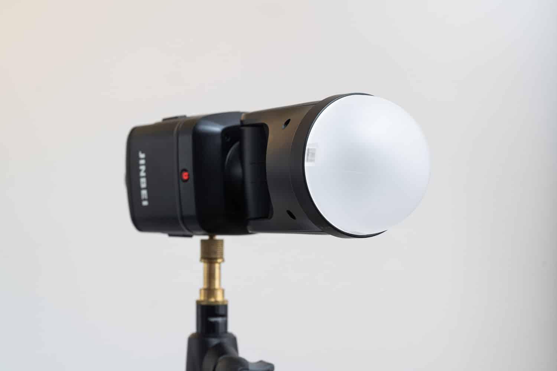 Jinbei HD-2 Pro Blitzgerät Test im Vergleich zu Profoto A1X und Godox V1 - Magnetisches Zubehör Dome