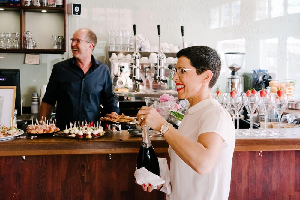 Janna & Maikel, Inhaber vom Café und Weinlokal Il Paradison in Osnabrück in ihrem Café
